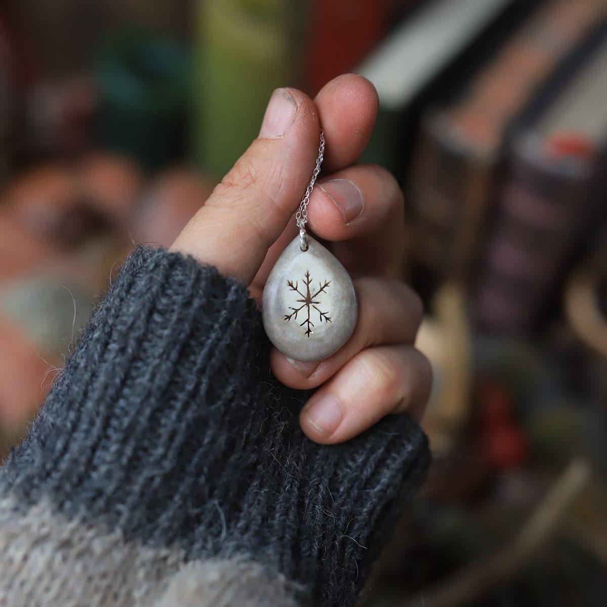 collier bijoux bois de renne corne argent flocon laponie grand nord artisanat atelier de la lettre aux ours missive to bears écologique et français