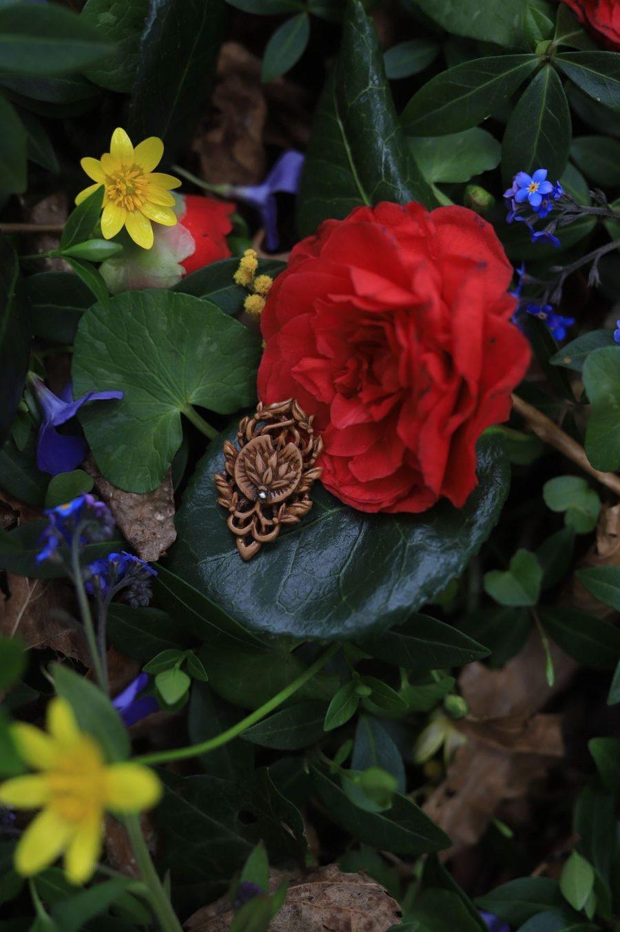 Nenuphar, nymphaea, lotus, fleur, sculpture, bois, bijoux, collier, artisanat, français, atelier de la lettre aux ours, missive to bears