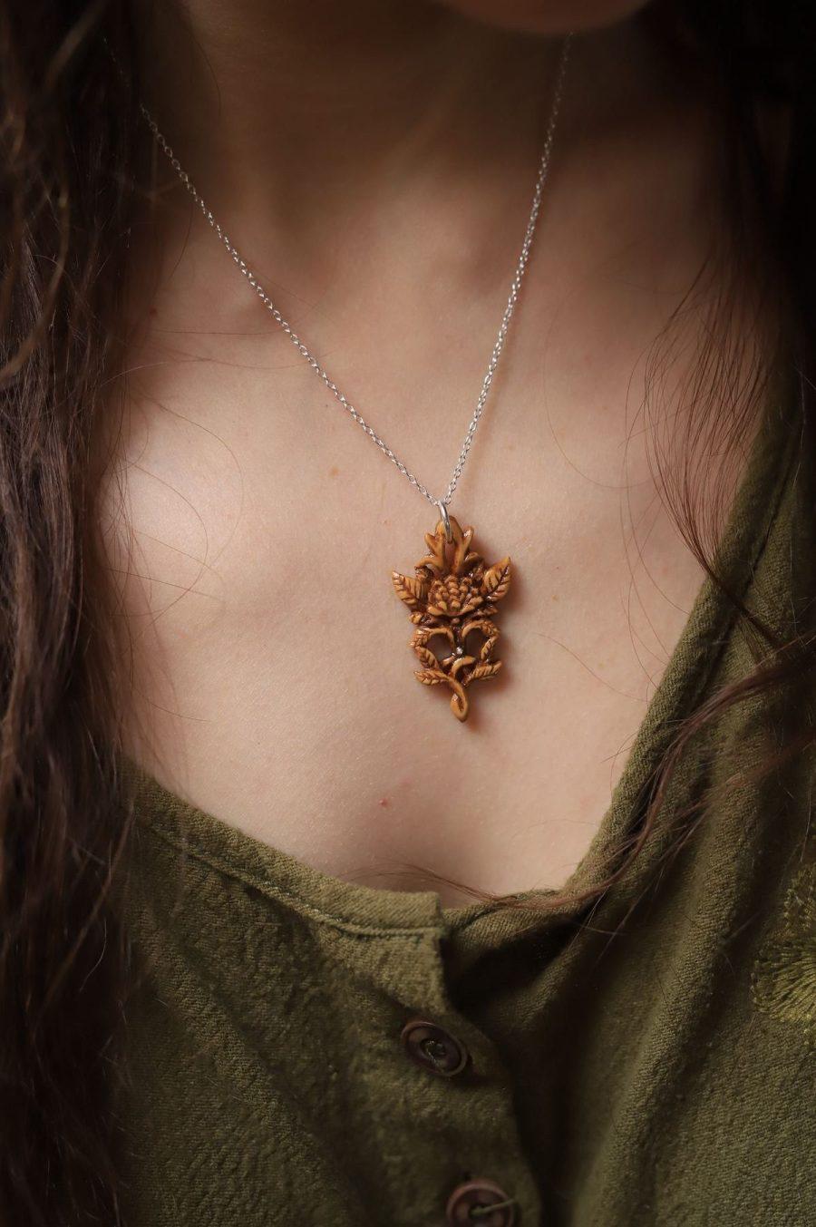 Camelia, bijoux, collier, sculpture, bois, atelier de la lettre aux ours