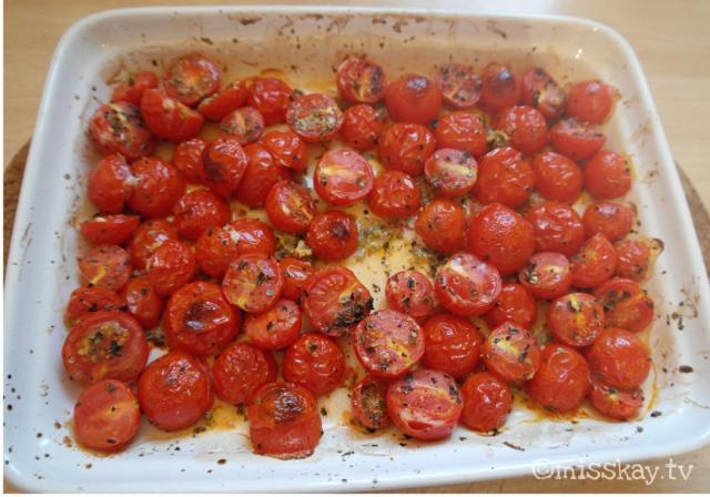 Geröstete Tomaten mit Knoblauch und Kräutern