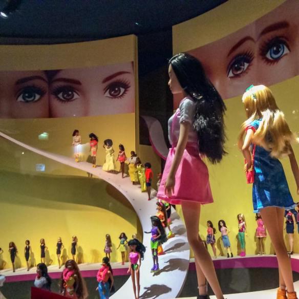 misskittenheel vintage curvy plussize paris-barbie exhibition 01