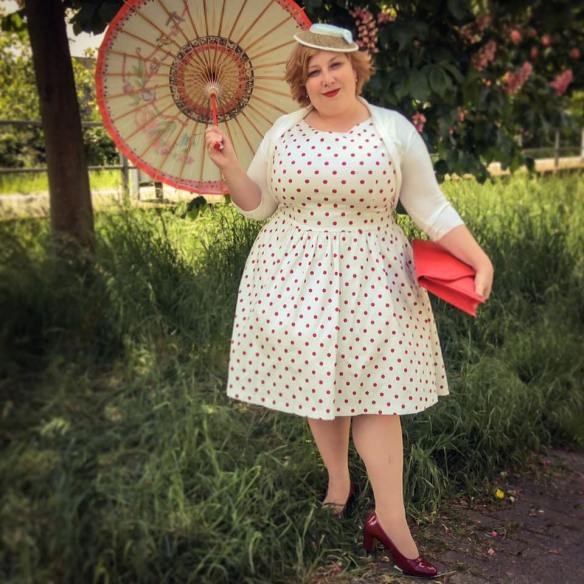 misskittenheel vintage curvy plussize white dots 02
