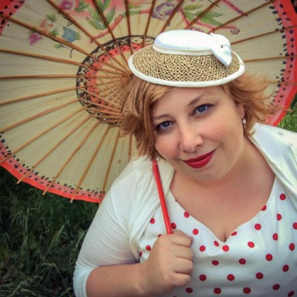 misskittenheel vintage curvy plussize white dots 06