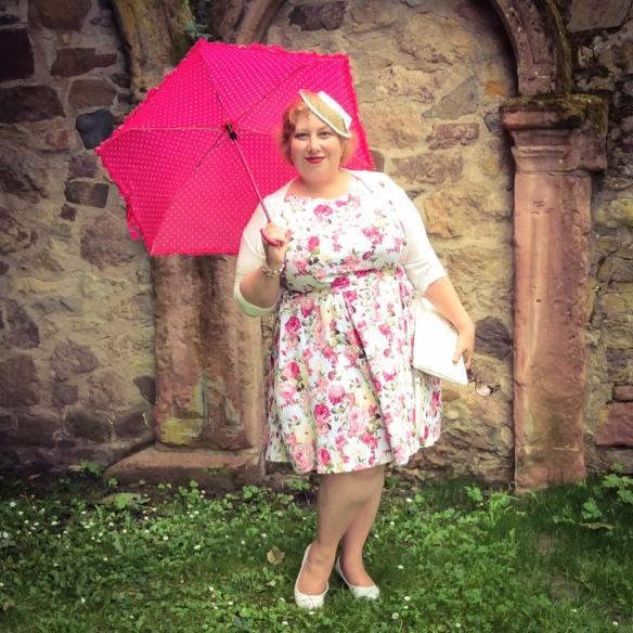 misskittenheel wedding guest roses lindybop audrey pink hat parasol dieburg castlel 04