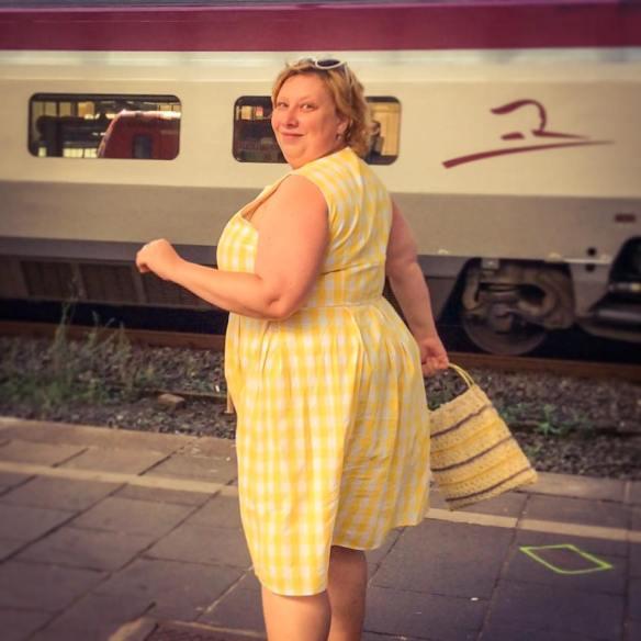 misskittenheel lindybop colette yellow gingham raffia vintage bag 02