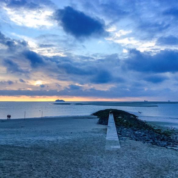 misskittenheel-vintage-plussize-borkum-promenade-buhne-beton-strand-01