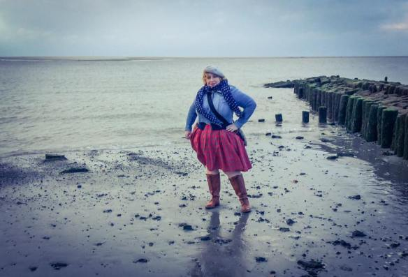 misskittenheel-vintage-plussize-dolly-dotty-tartan-anna-stewart-navy-marine-autumn-08