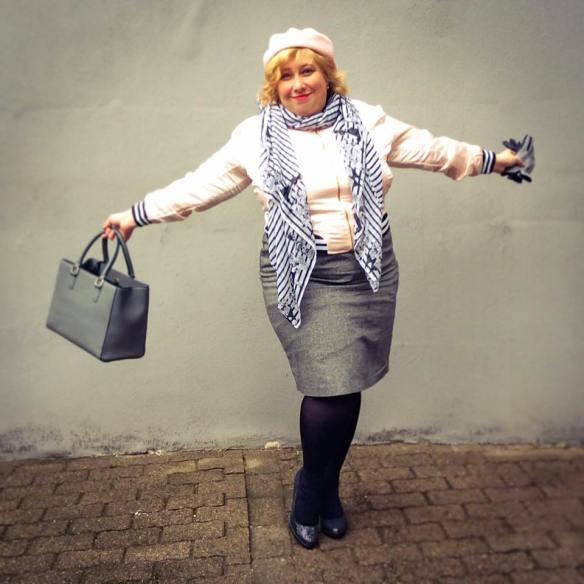 misskittenheel-vintage-plussize-frenchcurves-bomber-feminin-asos-boohoo-pink-satin-03