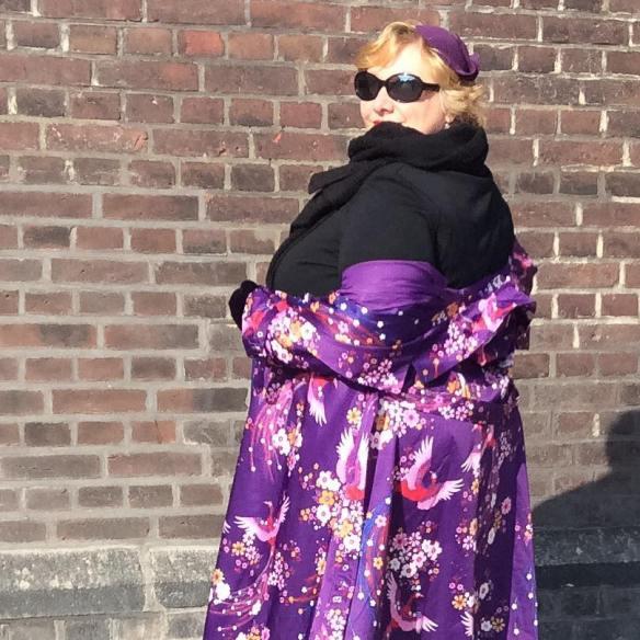 misskittenheel-vintage-plussize-lindybop-trenchcoat-florence-purple-peacocks-03