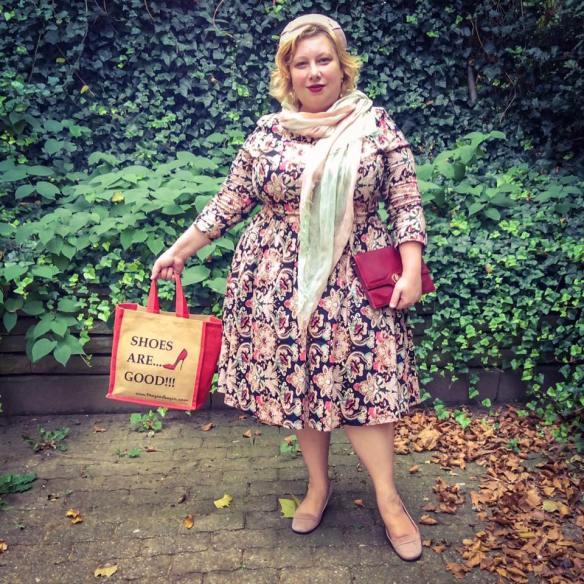 misskittenheel-vintage-plussize-vintage-lindybop-holly-tapestry-fraeuleinanders-modejahr2016-05