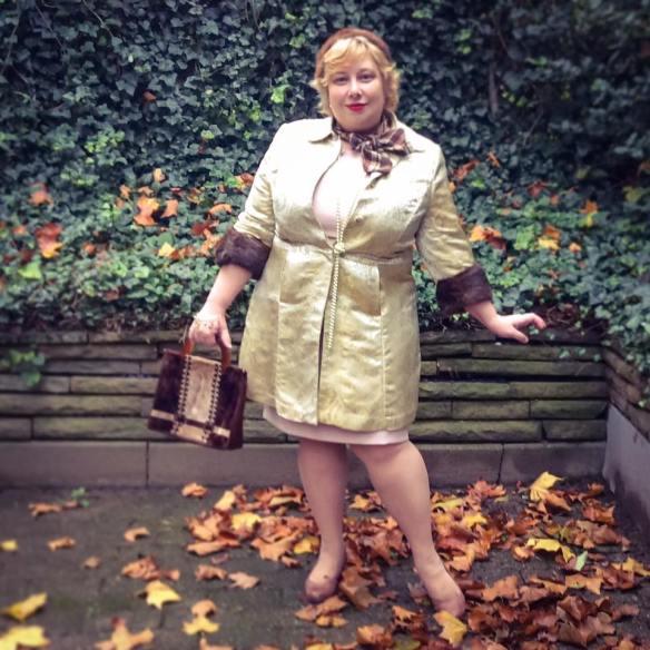 misskittenheel-vintage-plussize-lanebryant-gold-brocade-coat-50s-fur-cuffs-01