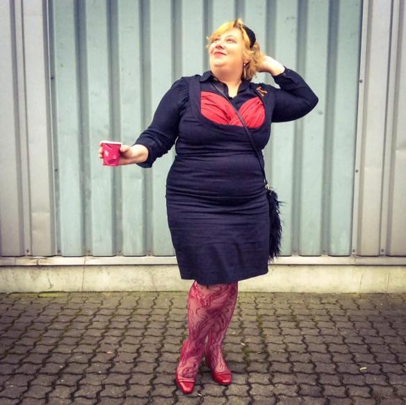 misskittenheel-vintage-plussize-pinup-lindybop-vanessa-wiggledress-lace-tights-02