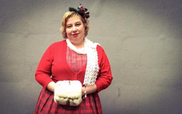 misskittenheel-vintage-plussize-christmas-dollydotty-tartan-red-royalstewart-pinup-fascinator-05