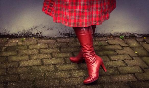 misskittenheel-vintage-plussize-christmas-dollydotty-tartan-red-royalstewart-pinup-fascinator-10