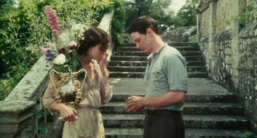 Keira Knightley as Cecilia Tallis and James McAvoy as Robbie Turner