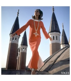 istanbul-turkey-is-the-setting-for-this-henry-clarke-photograph-which-appeared-in-the-december-1-1966-vogue-editha-dussler-antonia-and-sveva-in-turkey-by-henry-clarke-for-vogue-de