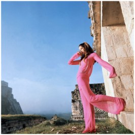 marisa-berenson-on-location-at-chichc3a9n-itzc3a1-mexico-a-model-poses-in-an-evening-outfit-by-adolfo-outside-the-temple-of-warriors-1968-henry-clarke1