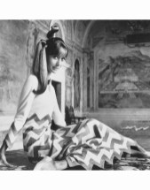 mme-philippe-leroy-villa-lante-della-roverecharming-chevron-a-fret-pattern-by-mila-schon-1966-photo-henry-clarke
