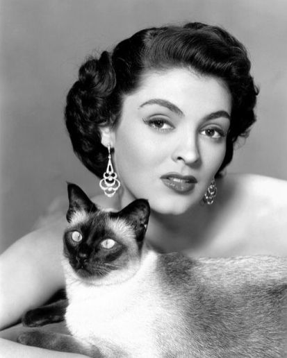 jane-russell-and-cat