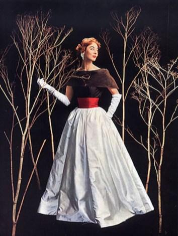 jean-patou-fashion-1954-photo-by-philippe-pottier