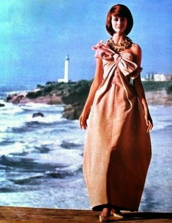 model-poses-on-the-terrace-of-the-casino-bellevue-in-biarritz-gown-by-jean-patou-jours-de-france-august-1961