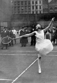 the-tenniswoman-suzanne-lenglen-in-jean-patou-in-1921