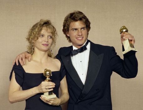 michelle-pfeiffer-tom-cruise-their-awards-at-the-golden-globes-1990