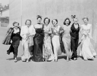 "Joan Crawford, Norma Shearer and Rosalind Russel and cast in ""The women"""