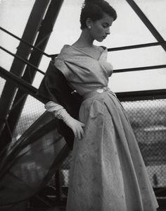 Gitta Schilling, evening dress by Uli Richter, F.C Gundlach