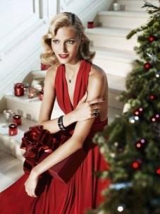 Anja Rubik in Apart christmas ad