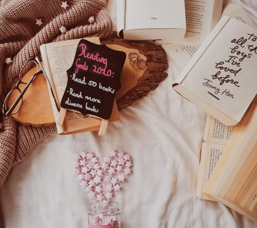 pros and cons of reading challenges book blog, goodreads, bookstagram