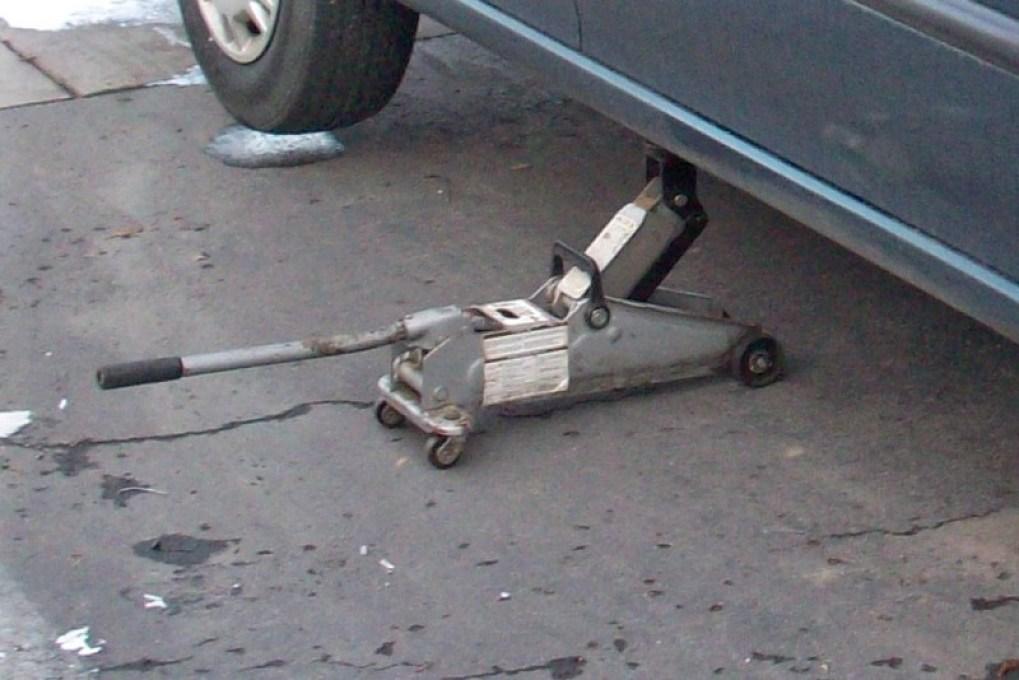 change your tires with floor jack