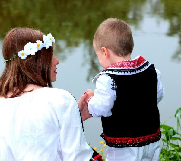 How to Keep Your Friends Close as a First-Time Millennial Mom