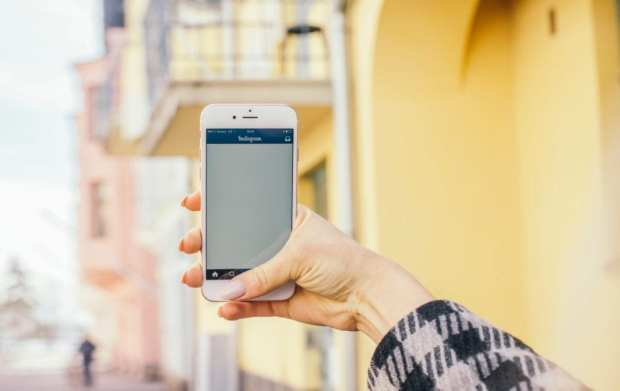 Every thought you could take selfies as a side hustle? Well you can!