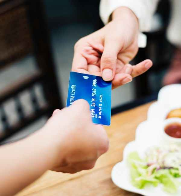 What is the Difference between Secured and Unsecured Credit Cards?
