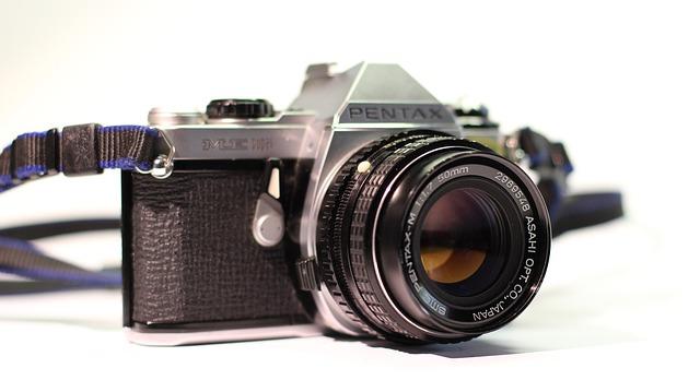 camera-816583_640 taking photos for summer vacation