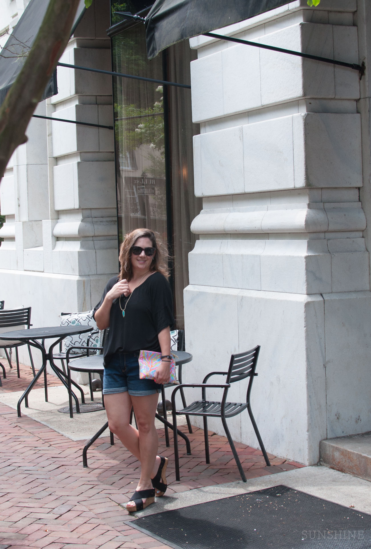 Black slouchy top & denim shorts, the best summer travel outfit!