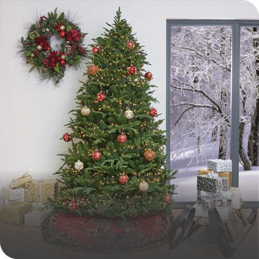 All green Christmas tree decorating idea