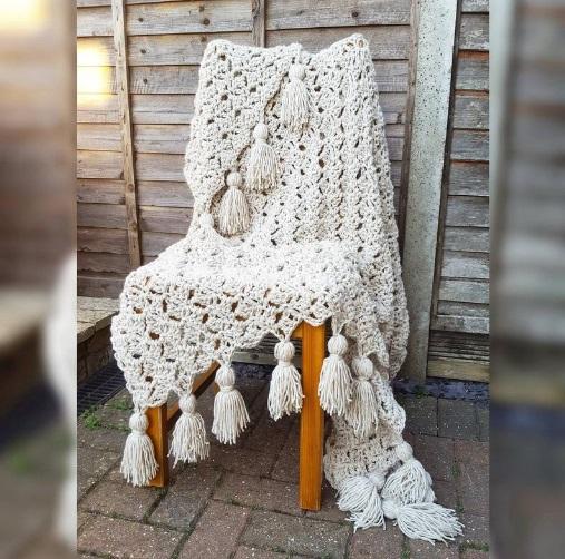 Beige crochet blanket. creamy beige afghan - blanket with tassels