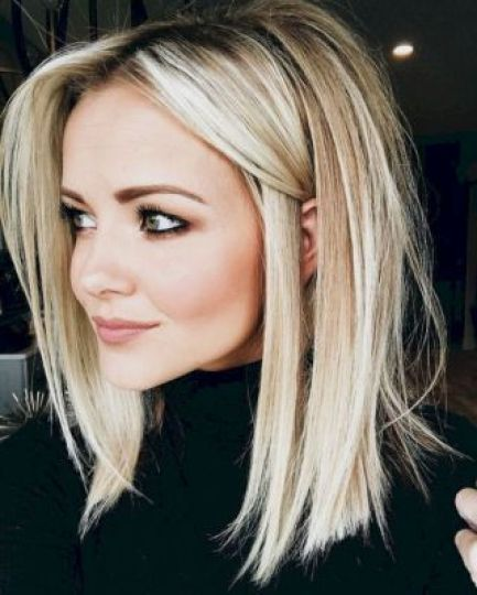Blonde medium length hairstyle to try this Christmas at home