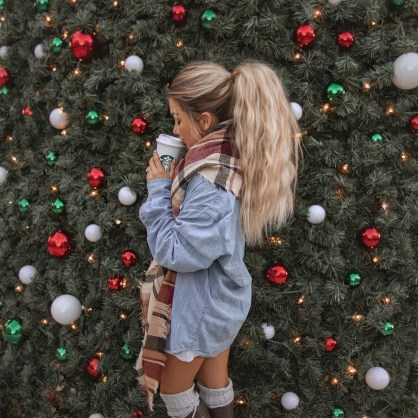 Cute ponytail Christmas hairstyles that are easy to make at home