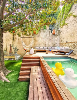 Outdoor living space ideas for creating your relaxing sanctuary. DIY Backyard mini pool