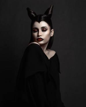 Maleficent Halloween makeup look