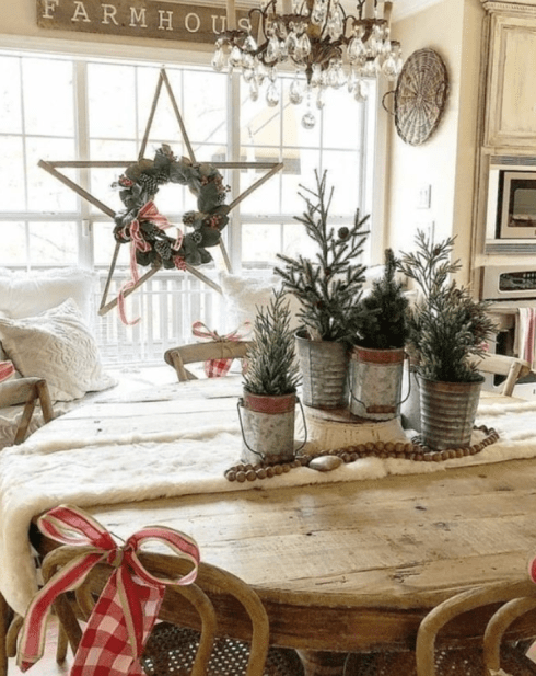Farmhouse Christmas table decoration