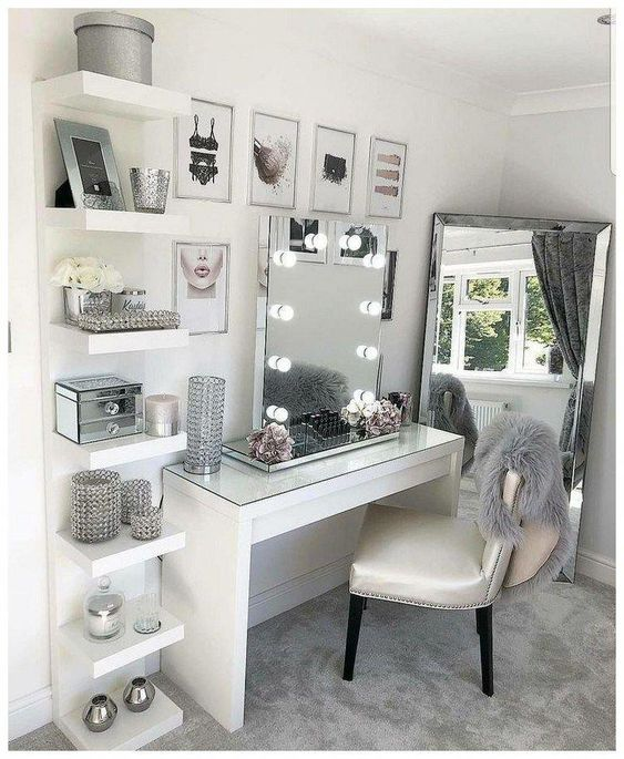 Glam makeup desk and vanity mirror with light bulbs