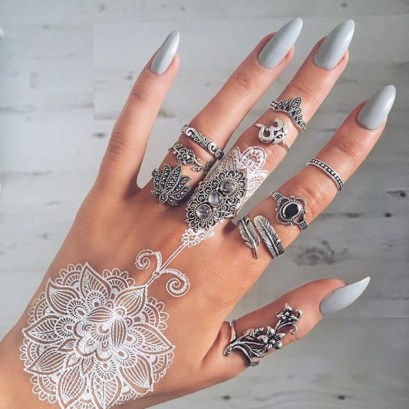 Stylish henna tattoo designs ideas that will enhance your look. Gorgeous white henna tattoo design and silver rings