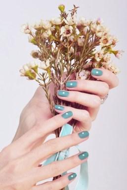 Minimalist short manicure