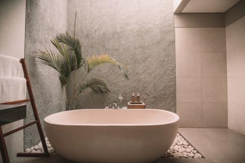 Modern neutral tone bathroom decor inspiration