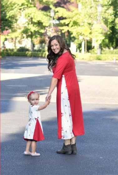 Pretty spring dresses for mother and daughter