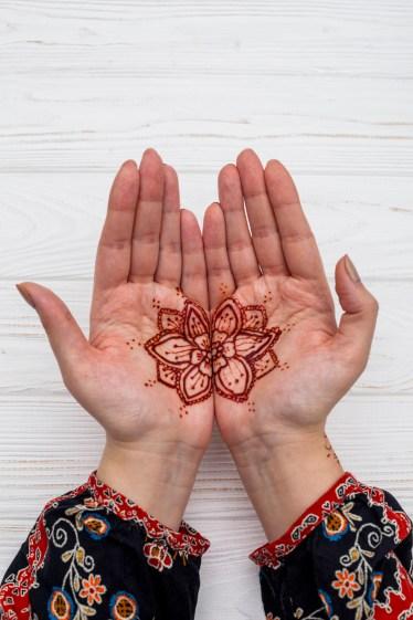 Simple Mehndi on palms
